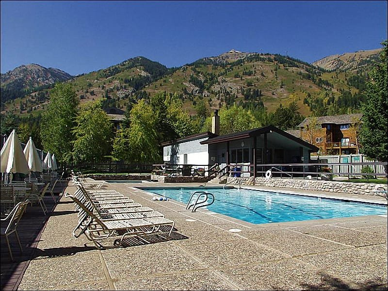 Sundance Club Facility - Heated Pool, 3 Large Hot Tubs, Tennis Courts. - 50 Yards to Moose Creek Lift - Heated Pool, Hot Tubs & Tennis Courts (3644) - Jackson Hole Area - rentals