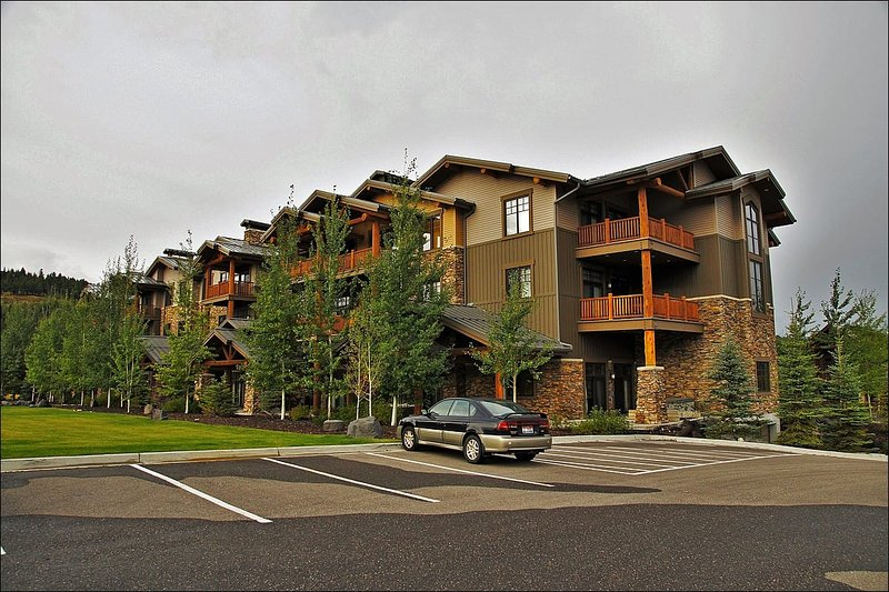 Exterior View of the Building, which also has  underground parking - Convenient to Grand Targhee and Jackson Hole - Groomed Cross Country Skiing and Golf Course On Site (6184) - Jackson - rentals