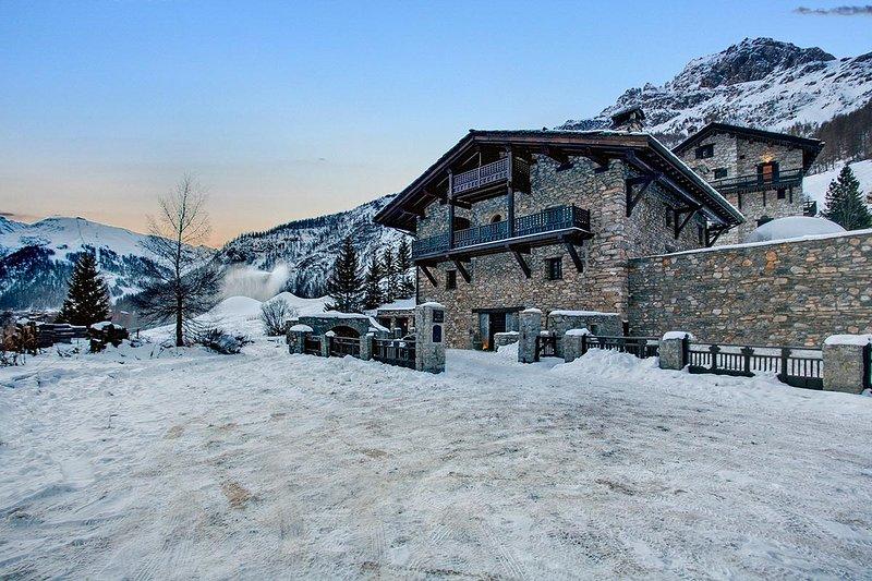 Chalet Toit du Monde, Sleeps 8 - Image 1 - Val d'Isère - rentals
