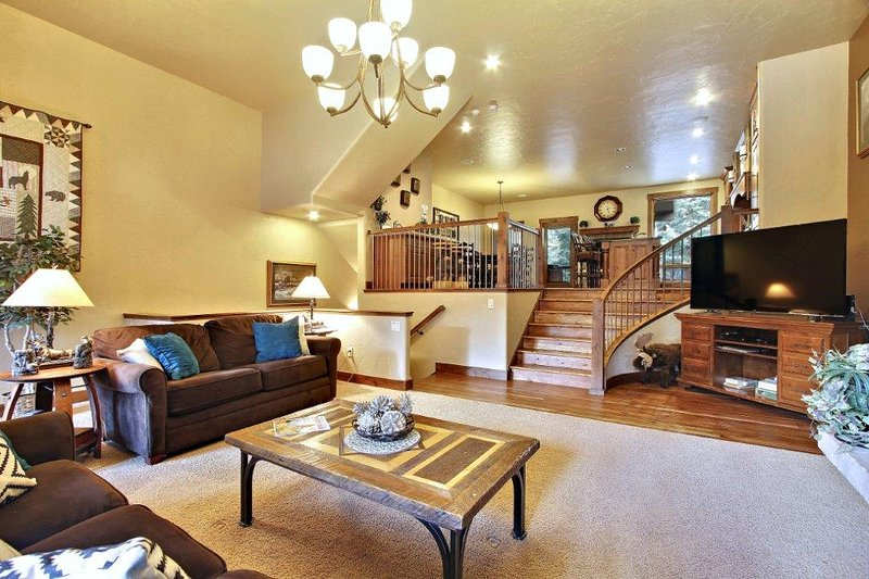 Spacious living area with open floor plan - Base Camp 476 - Winter Park - rentals