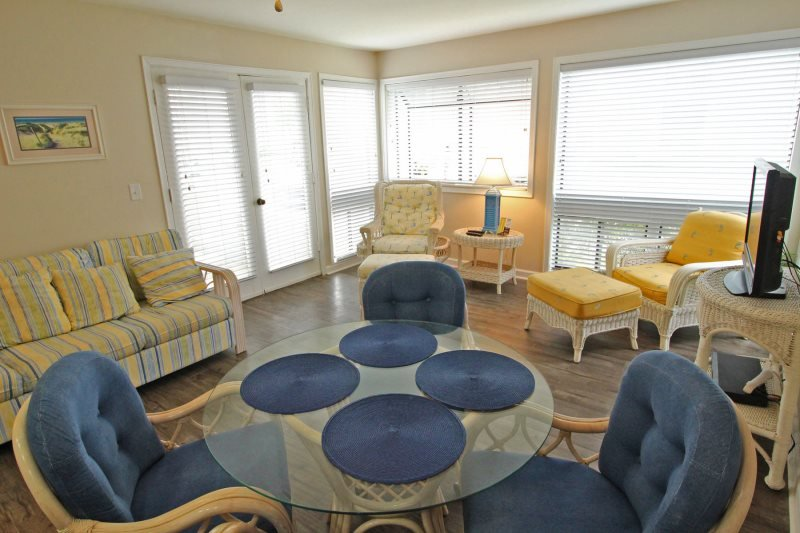 First Floor Condo in an Awesome Community Only A Block to the Beach 17165 - Image 1 - Arcadian Shores - rentals