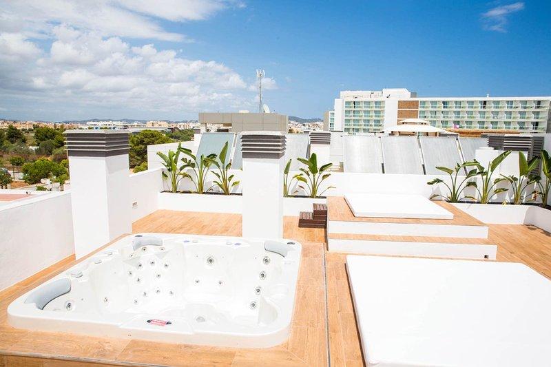Penthouse Escape - Image 1 - Playa d'en Bossa - rentals