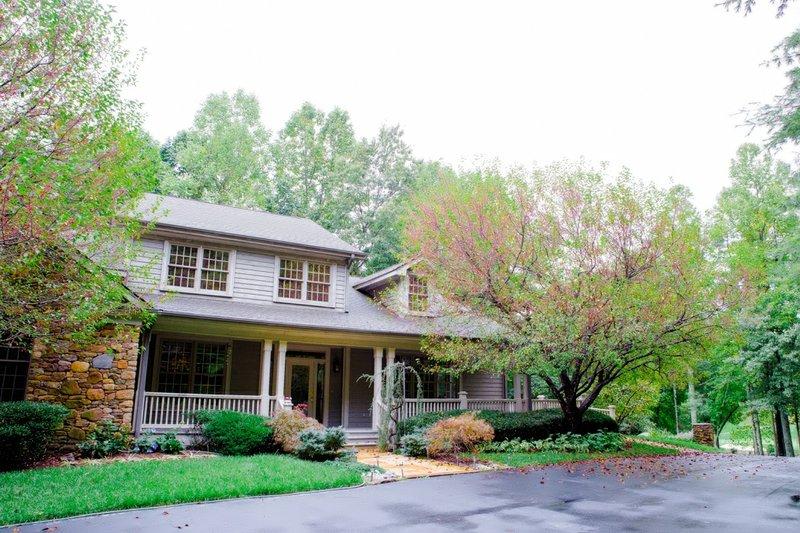 Rhododendron Villa - Image 1 - Hendersonville - rentals