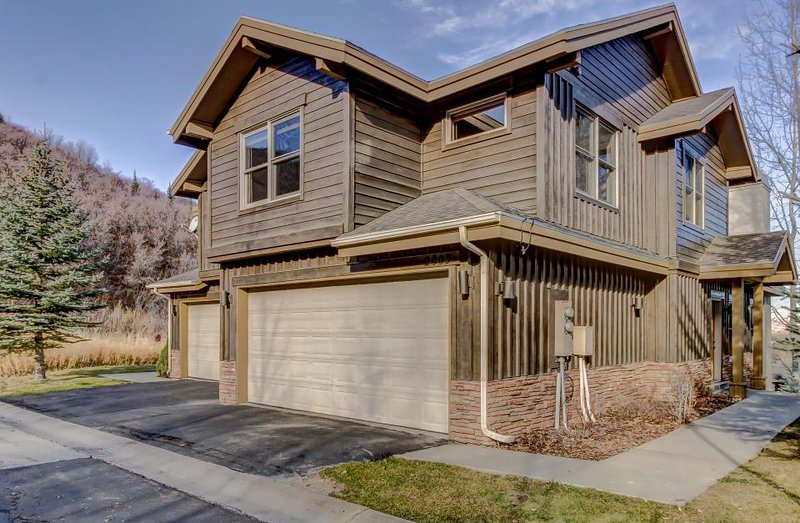 Ideal for families! Elegant townhouse w/private hot tub, great views & fireplace - Image 1 - Park City - rentals