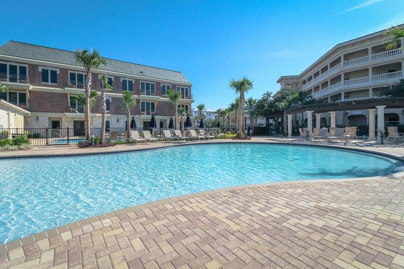 Studio-style loft w/ private beach access & pool oasis! - Image 1 - Seacrest - rentals