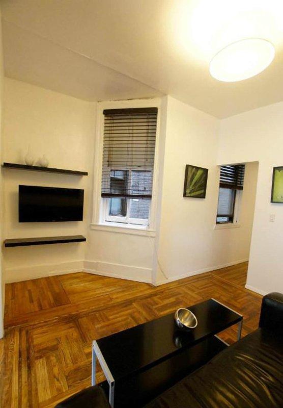 CLEAN, LUXURIOUS AND ELEGANT 3 BEDROOM, 1 BATHROOM HOME - Image 1 - Newark - rentals