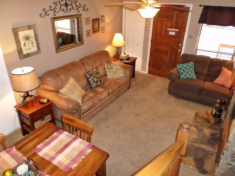 Valley Condos #106 - WiFi, Washer/Dryer, Community Hot Tubs, Playground, Creek - Image 1 - Red River - rentals