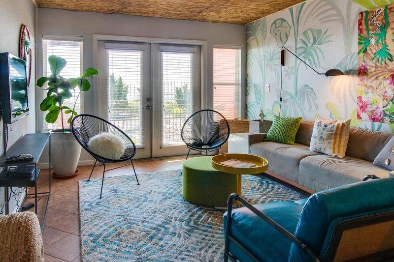 Dog-friendly, shared pool and hot tub, waterfront w/ beach access & gulf views! - Image 1 - Galveston Island - rentals