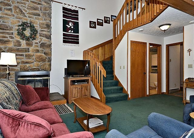 "Living Room - ""It's a #10!"" is located in Canaan Valley, WV. Easily accessible year round! - Davis - rentals"