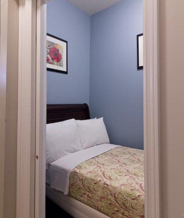 Vibrant and Tasteful Design 2 Bedroom Apartment in Midtown West - Image 1 - New York City - rentals
