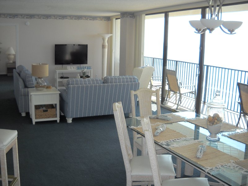 Very spacious Living and dining area. - IRRESISTIBLE! ALL GLASS!, BEACH FRONT! 1400 Sq' 2br,2b w/ free beach set Mar-Oct - Panama City Beach - rentals