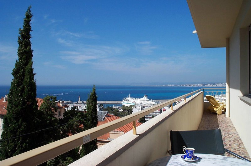 Part of 20 metre long balcony. Fabulous view day and night - Nice-Le Panoramic- fab view,balcony, garage,1-bdrm - Nice - rentals