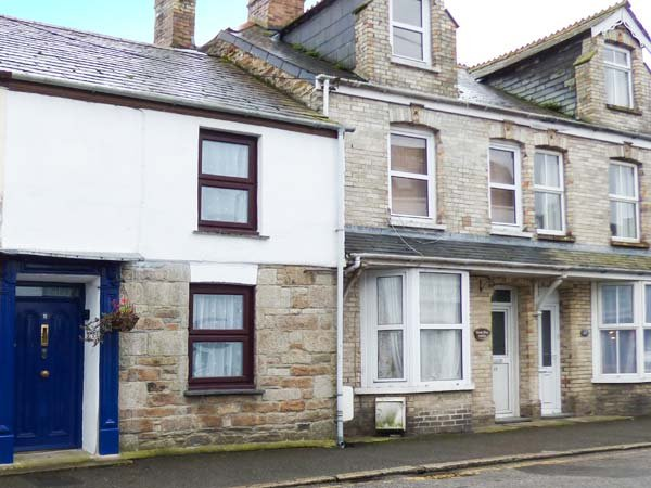 CHY EWN, central location, woodburner, lawned garden, in St Columb Major, Ref 937385 - Image 1 - Saint Columb Major - rentals