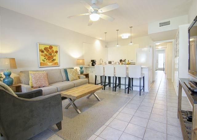 Living Room - The Mellow Yellow #2 - 2BR/1BA Updated Casita -Walk to South Lamar and Zilker - Austin - rentals