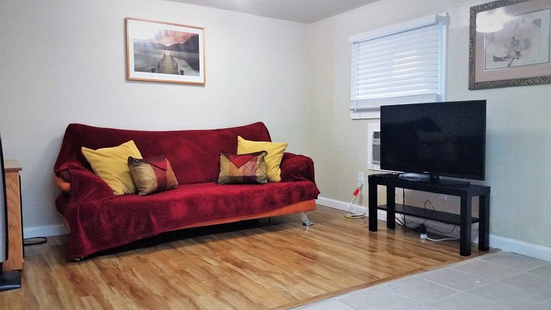 FURNISHED, Cozy 1 Bedroom, 1 Bath, 425 sqft, all utilities included + cable, AVAILABLE on 11/15/15!!! - Image 1 - San Jose - rentals