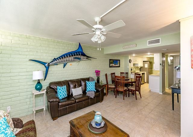 Living Area - Pearl Marlin: Shared Pool, Close to the Beach, Beach Walkover, Boat Parking - Port Aransas - rentals