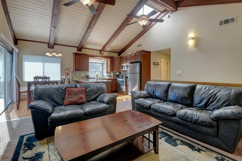 Relax in style at this cozy, family-friendly cabin with a game room - Image 1 - Big Bear Lake - rentals