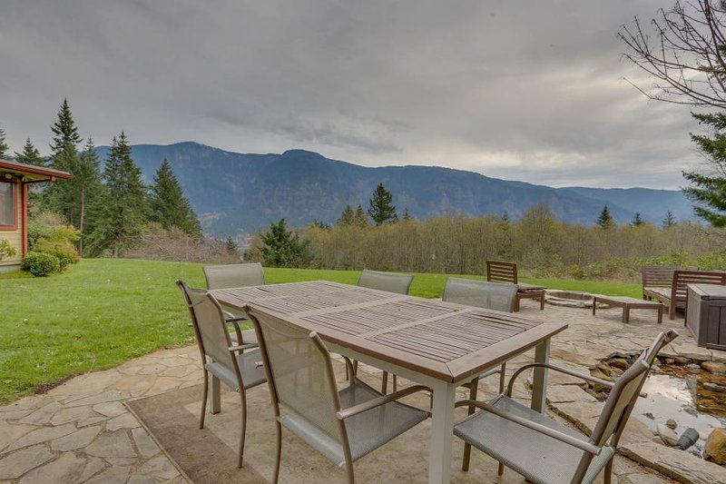 A private hot tub, stone patio & firepit with stunning Columbia Gorge views! - Image 1 - Stevenson - rentals
