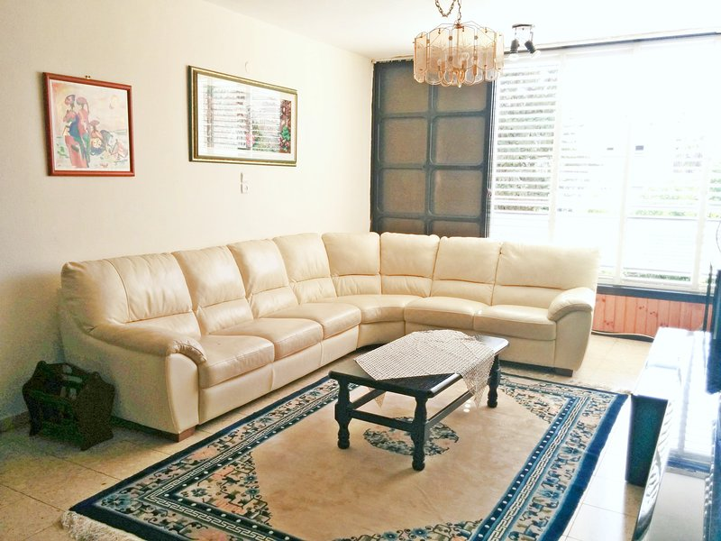 Central Raanana: On Quiet Cul de Sac, 3 Bedroom - Image 1 - Ra'anana - rentals