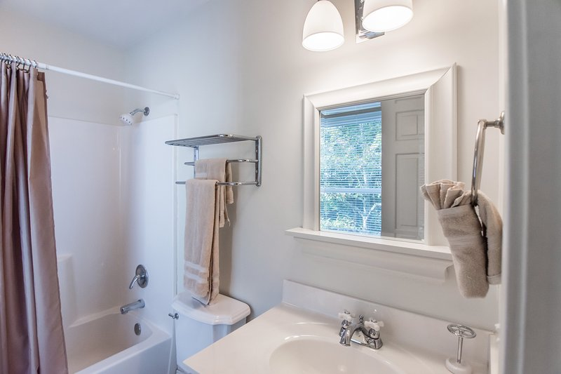 Bathroom for bedroom #3 with tub/shower combo. - Stunning Home With Panoramic Views of Table Rock! - Ridgedale - rentals