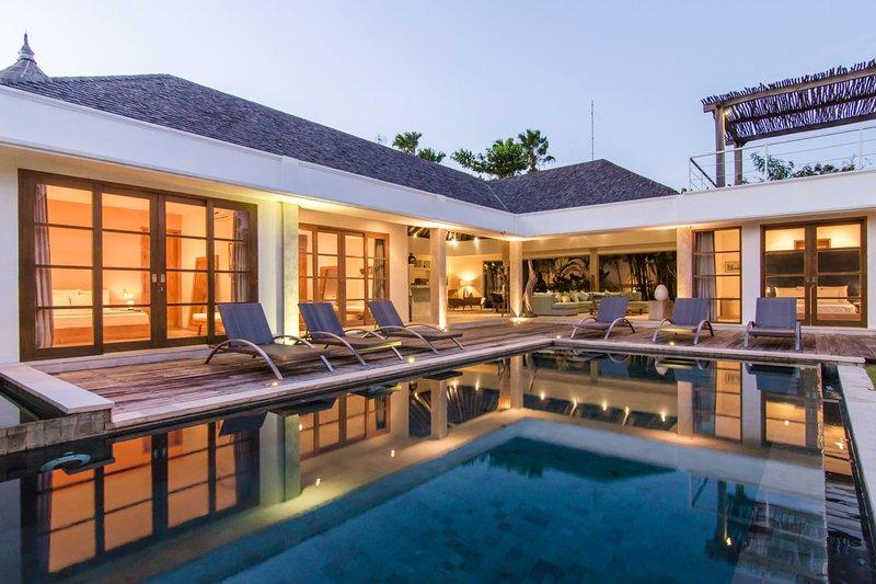 Villa exterior with sun deck on the roof top - VILLA M4 - Canggu - rentals