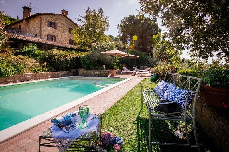 Proveda, Ravishing lakefront villa with pool - Image 1 - Passignano Sul Trasimeno - rentals