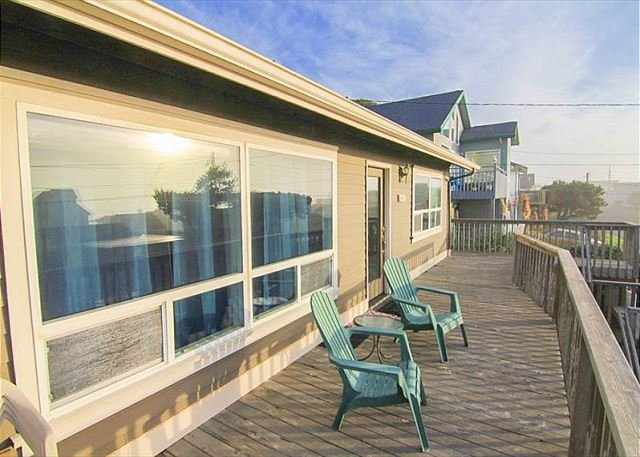 Private Roads End Home One Block to the Beach! - Image 1 - Lincoln City - rentals