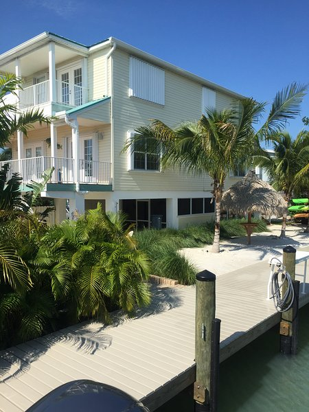 view of house from new Dock / Canal Side - Dolphin Oasis 4bdr/4bth  Pool/hot tub 115' dockage - Marathon - rentals