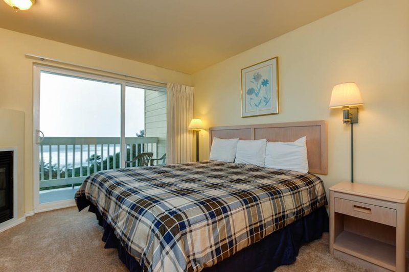 Oceanview studio on the main level - nearby beach access, dogs welcome! - Image 1 - Lincoln City - rentals