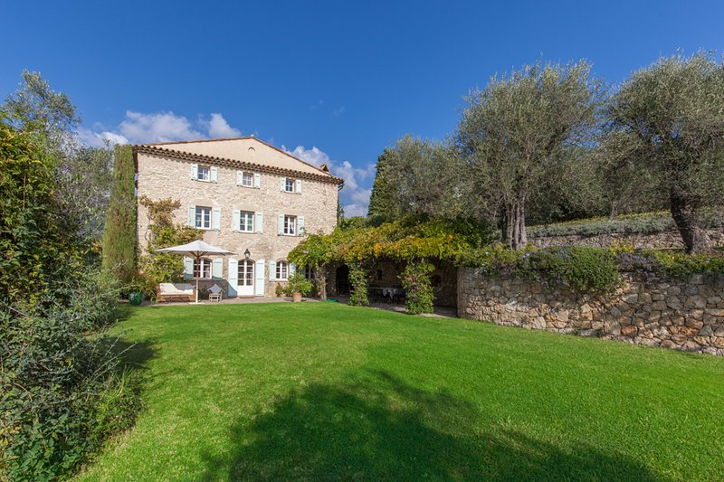 Near Grasse, on Famed Côte d'Azur, 5 Bedrooms, Heavenly Garden & Pool - Image 1 - Entrevennes - rentals
