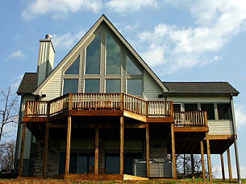 Dragonfly - 4 BR, 3 1/2 Bath Chalet  - Rent 3 nights get one FREE!** 4BR Chalet-Hot Tub, Billiards, Fire Pit. - Swanton - rentals