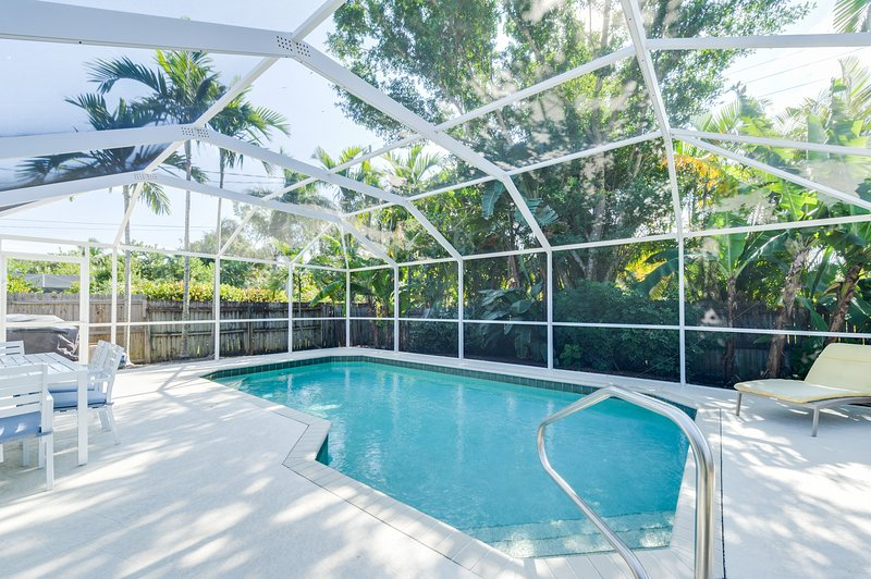 Private heated screened in pool surrounded by lush tropical landscaping - PRIVATE POOL HOME * APRIL DATES AVAILABLE - Naples - rentals