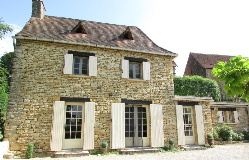 Front of Gîte Le Recoux - Gîte Le Recoux - Charming Dordogne Holiday Cottage in Central Location - Mouzens - rentals