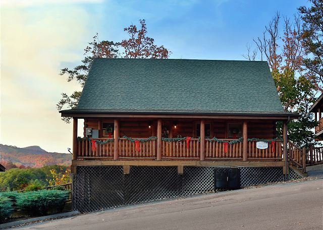 Cabin - Rustic Cabin With Majestic Mtn. Views, Deck, Game Room, Jacuzzi, Amenities - Sevierville - rentals