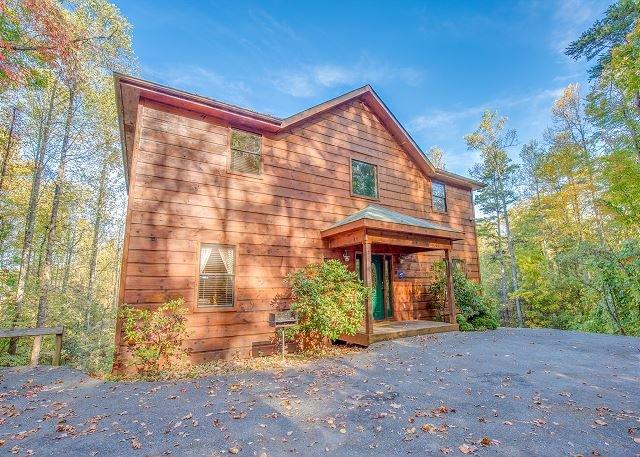 4 BR, 3-Level Gatlinburg Cabin w Views! Sleeps 16. Summer Specials from $199! - Image 1 - Gatlinburg - rentals