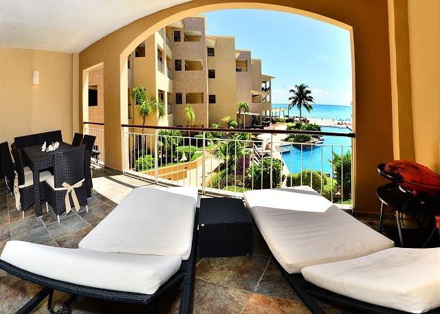 Spacious & Luxurious beachfront Playa del Carmen condo (EFC204) - Image 1 - Playa del Carmen - rentals