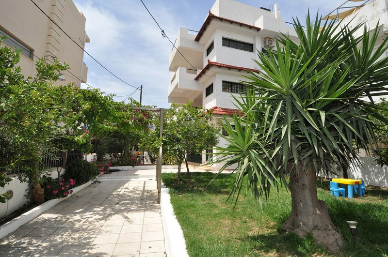 APARTMENT NEAR THE BEACH WITH GARDEN - Image 1 - Agia Pelagia - rentals