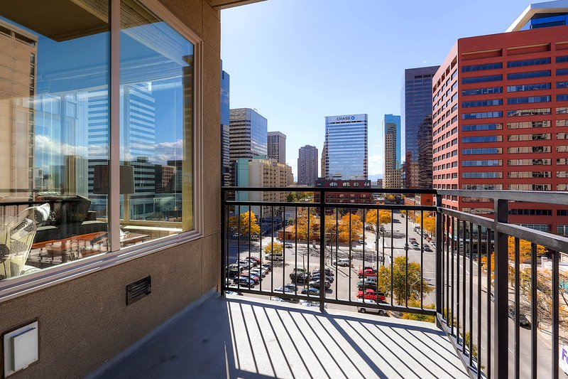 Stay Alfred Denver Vacation Rental Balcony - Delightful Lawrence Street Apartment by Stay Alfred - Denver - rentals