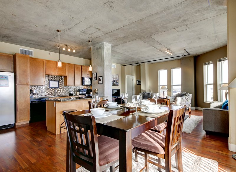 Stay Alfred Denver Vacation Rental Dining Area - Beautiful Market Street Apartment by Stay Alfred - Denver - rentals