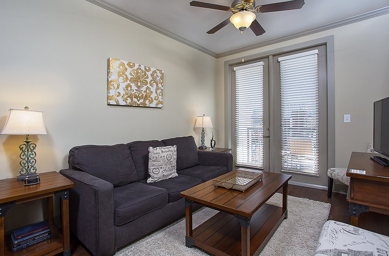Stay Alfred Nashville Vacation Rental Living Room - Gorgeous Elliston Place Apartment by Stay Alfred - Nashville - rentals