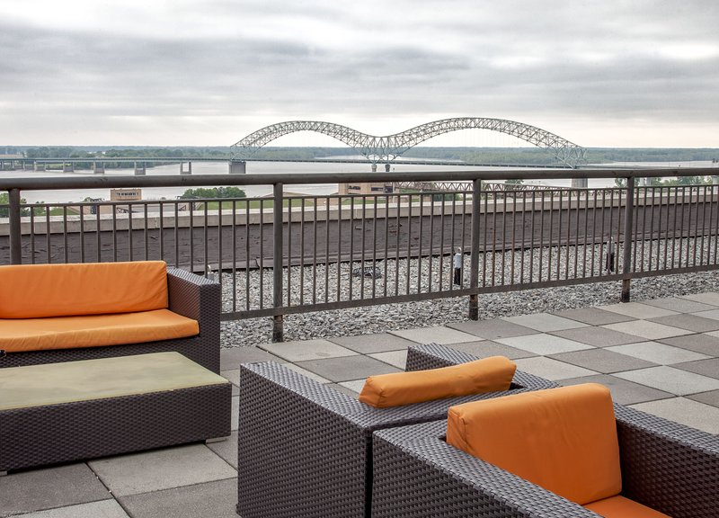 Stay Alfred Memphis Vacation Rental Community Patio - Captivating Madison Street Apartment by Stay Alfred - Memphis - rentals