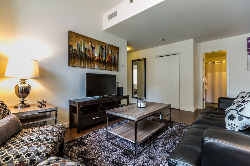 Stay Alfred Philadelphia Vacation Rental Living Room - Extraordinary East Chesnut Street Apartment by Stay Alfred - Philadelphia - rentals