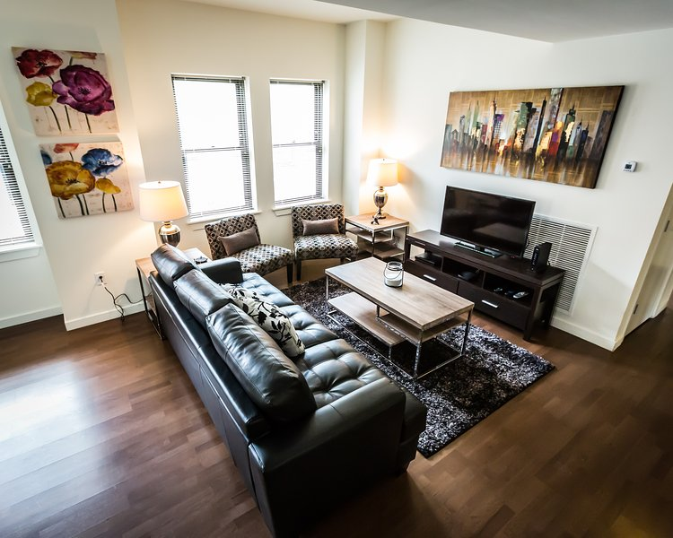 Stay Alfred Philadelphia Vacation Rental Living Room - Delightful East Chestnut Street Apartment by Stay Alfred - Philadelphia - rentals