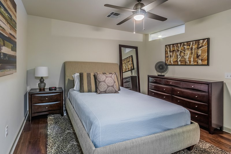 Captivating Elm Street Apartment by Stay Alfred - Image 1 - Dallas - rentals