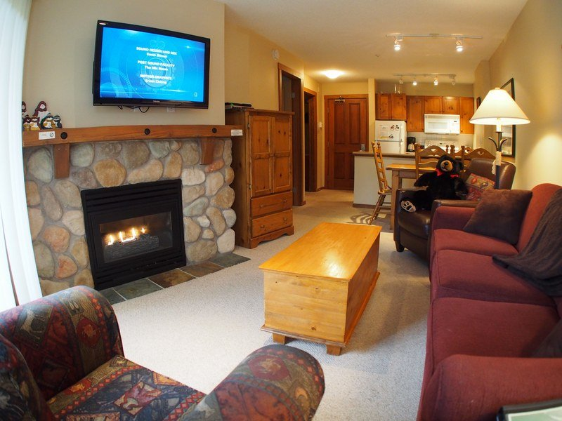 FS319Livingroom - Fireside Lodge Village Center - 319 - Sun Peaks - rentals