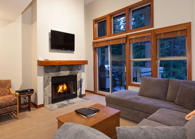 Open Concept Main Living Level - Treeline 31 | Upgraded Townhome, Ski-Home Access, Fireplace, Common Hot Tub - Whistler - rentals