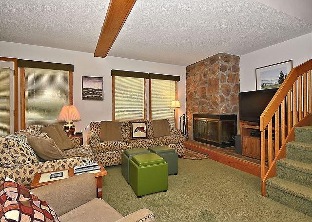 Living Room - Deerfield Village 077 - Davis - rentals