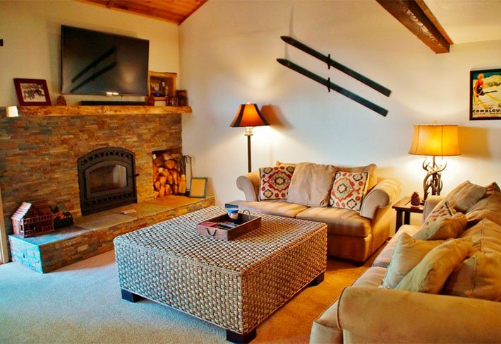 Pinecone Lodge - Listing #348 - Image 1 - Mammoth Lakes - rentals