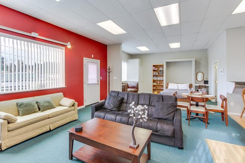 Family-friendly getaway with a prime location right next to the harbor! - Image 1 - Brookings - rentals