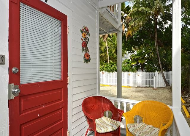 Hibiscus Suite patio and front entrance  - Hibiscus Hideaway - Close to Duval! Private Parking! Cozy Island Getaway - Key West - rentals